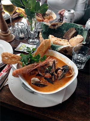Fisksoppa på Ullas restaurang.