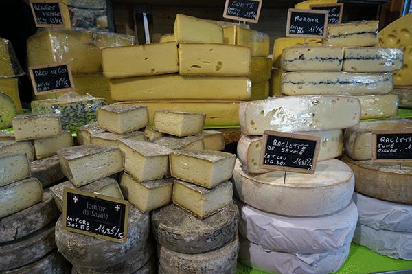 Ett stort och härligt utbud av franska ostar om du själv skulle få lust att laga raclette en dag.