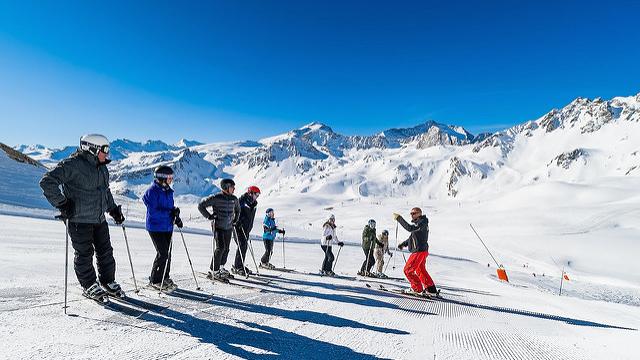 En skidinstruktor kan hjalpa dig pa mange vis.