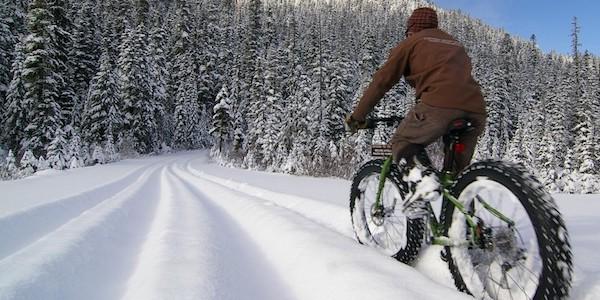 Fatbikes kor mountainbike i snon i Montgenevre