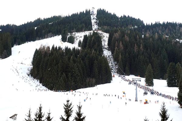 Vid botten av Schattberg, det forsta berget som bestigs av samtliga router.